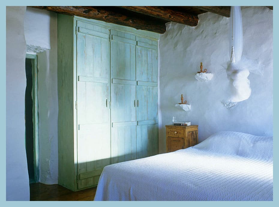 greek-island-traditional-bedroom