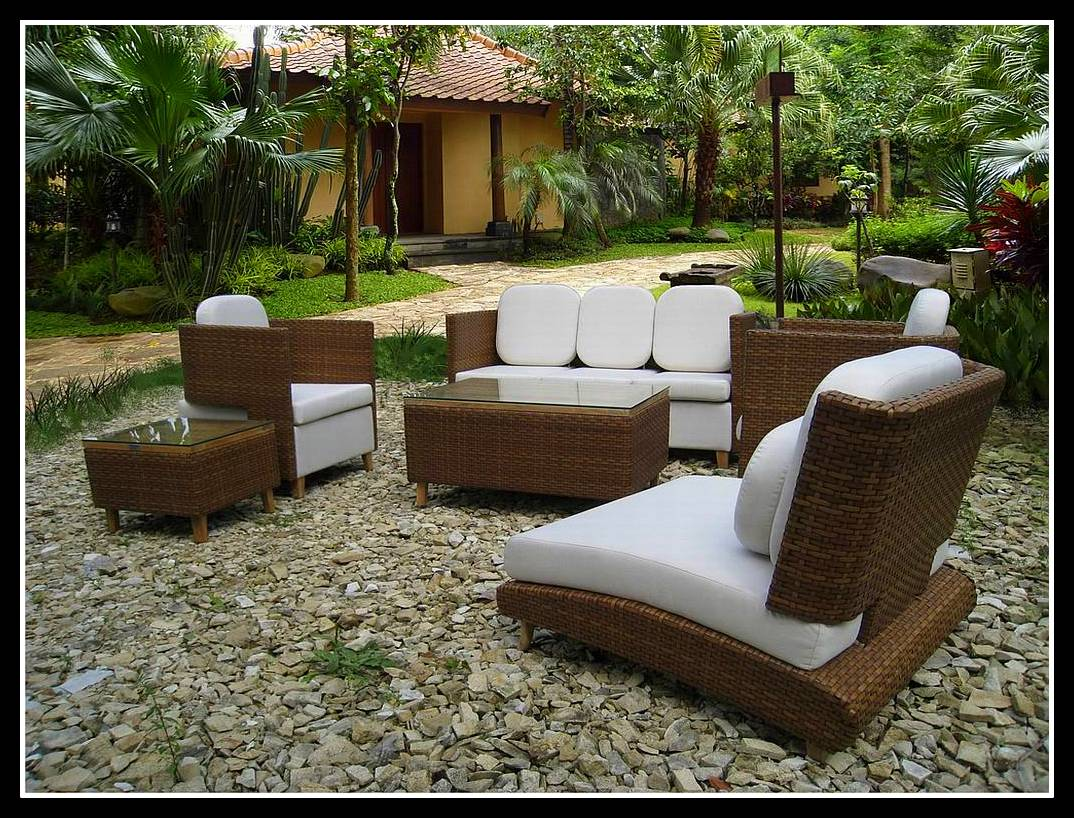 outdoor-tables-and-chairs-decor