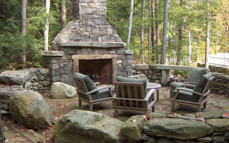 Country Patio with outdoor pizza oven