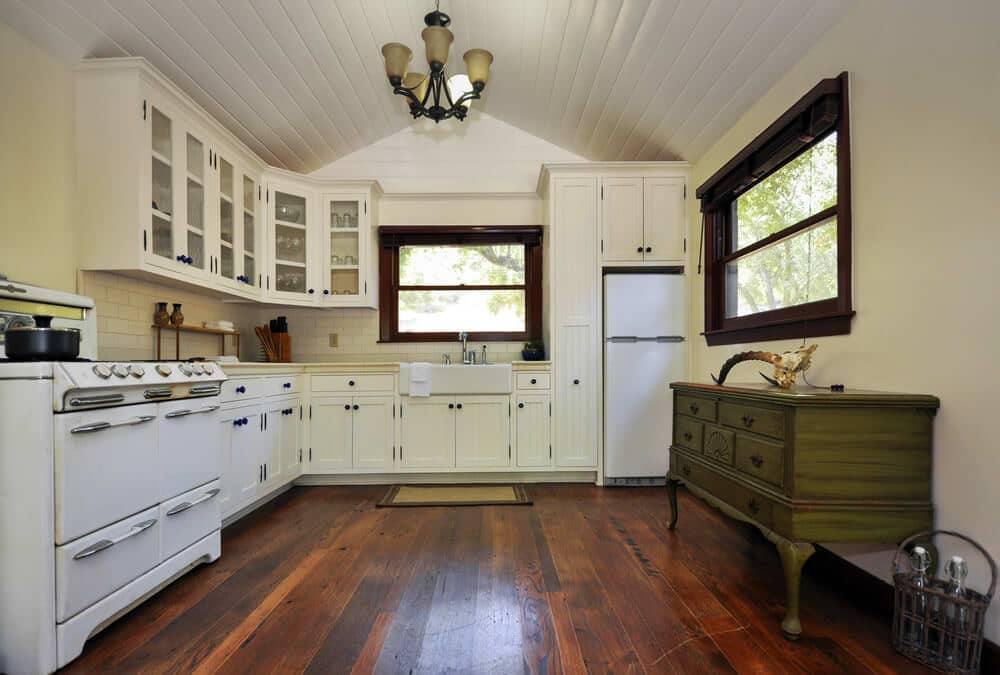 must-see country kitchen with calm atmosphere
