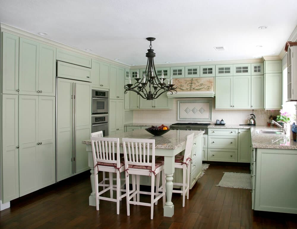 cottage-style country kitchen