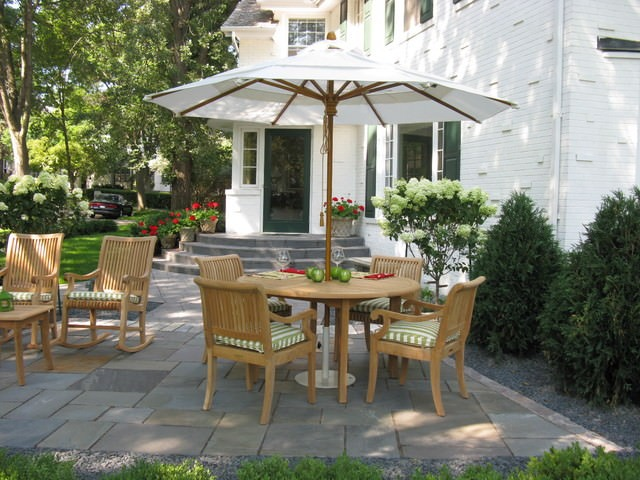 Front yard garden patio - Traditional - Patio