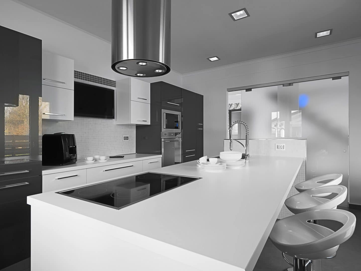 gray and white kitchen with low-maintenance high-gloss look