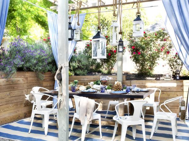 Outdoor dining room in blue and white