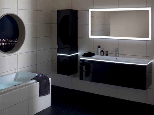 Salle de bain noir et blanc brossette