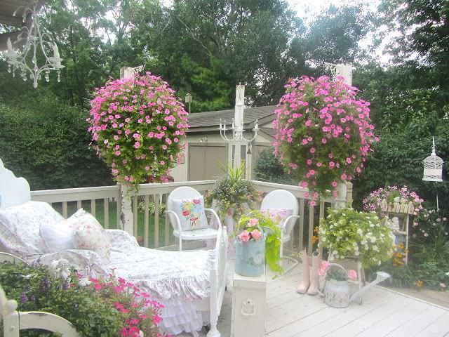 Shabby chic style garden design ideas photos for Decoration jardin shabby