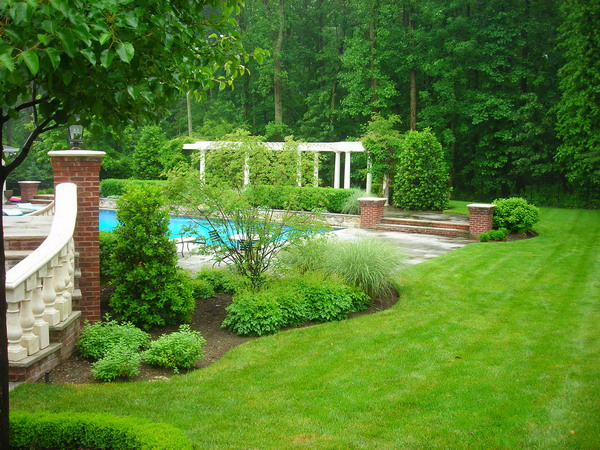 Traditional garden design ideas photos for your home for Traditional landscape
