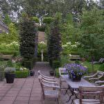 Traditional Garden Patio Decorating