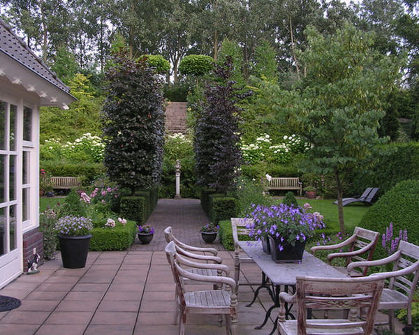 Traditional Garden Patio Decorating