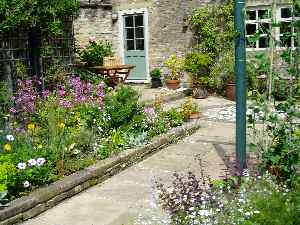 Traditional garden design ideas photos for your home for Garden design yorkshire